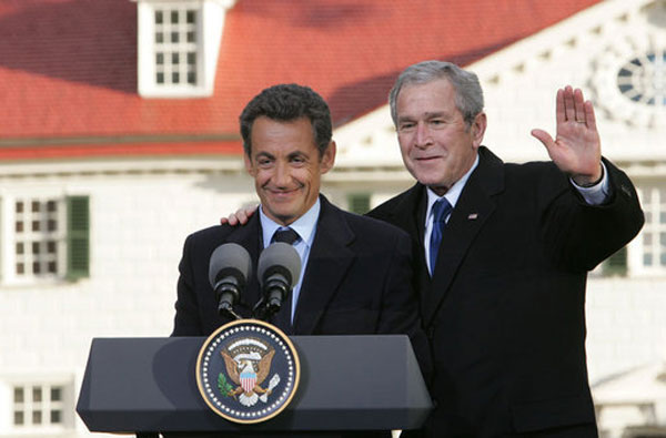 Sarkozy et Bush en Novembre 2007 à Mount Vernon, États-Unis (Source : Wikimedia Commons, auteur : Chris Greenberg)