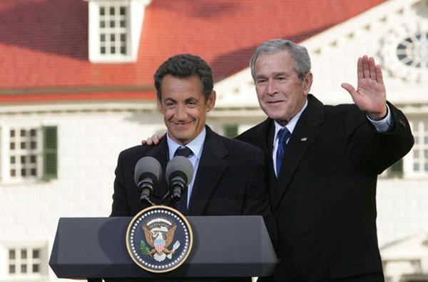 Sarkozy et Bush en Novembre 2007 à Mount Vernon, États-Unis (Source : Wikimedia Commons, auteur : Chris Greenberg)