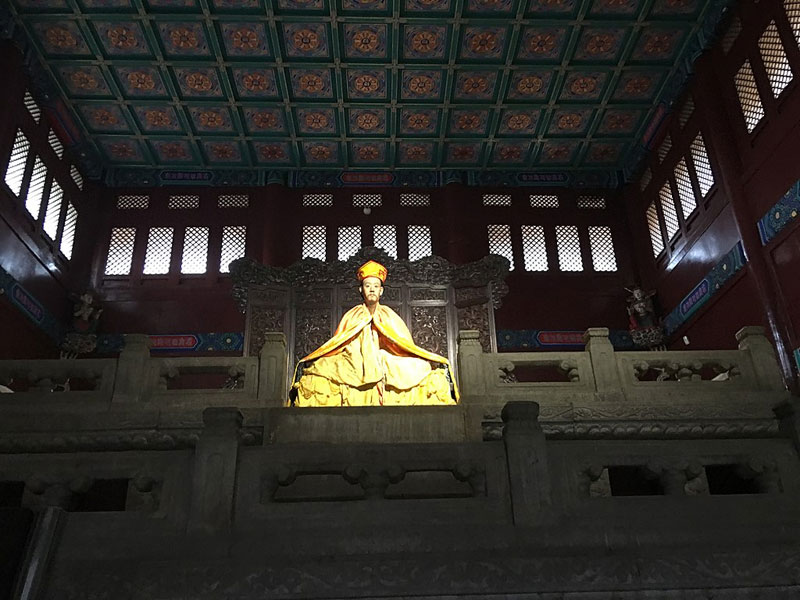 Statue du 11e Panchen Lama au temple Yonghe à Pékin (Photo de Bjoertvedt, source Wikimedia Commons)
