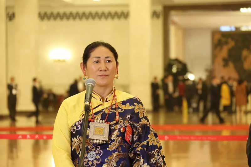 La gynécologue tibétaine Tsering Paldron à Pékin, lors de son interview (Source : China Tibet Online)