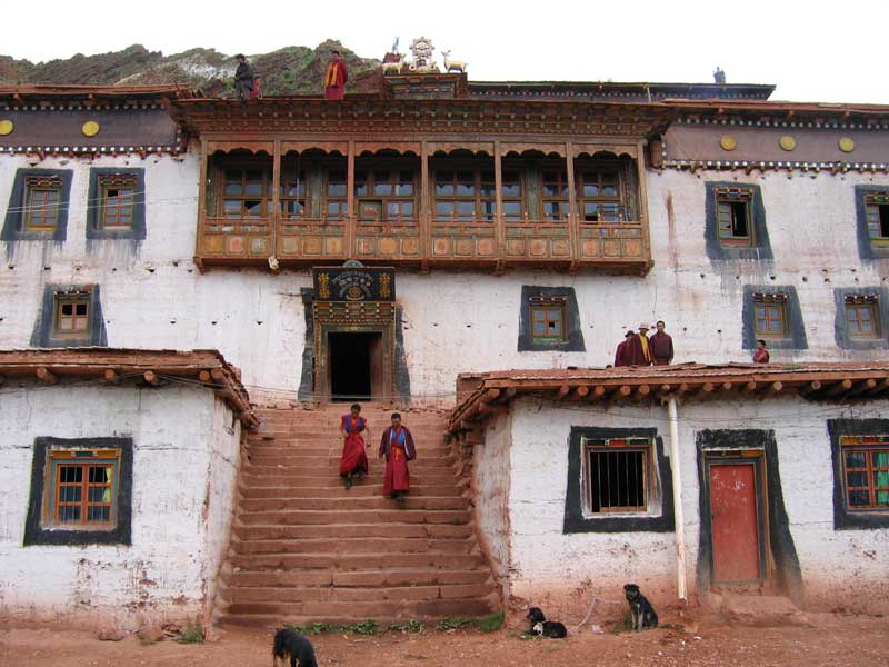 Temple Bön à Dengqen au Tibet (photo JPDes. 2005)